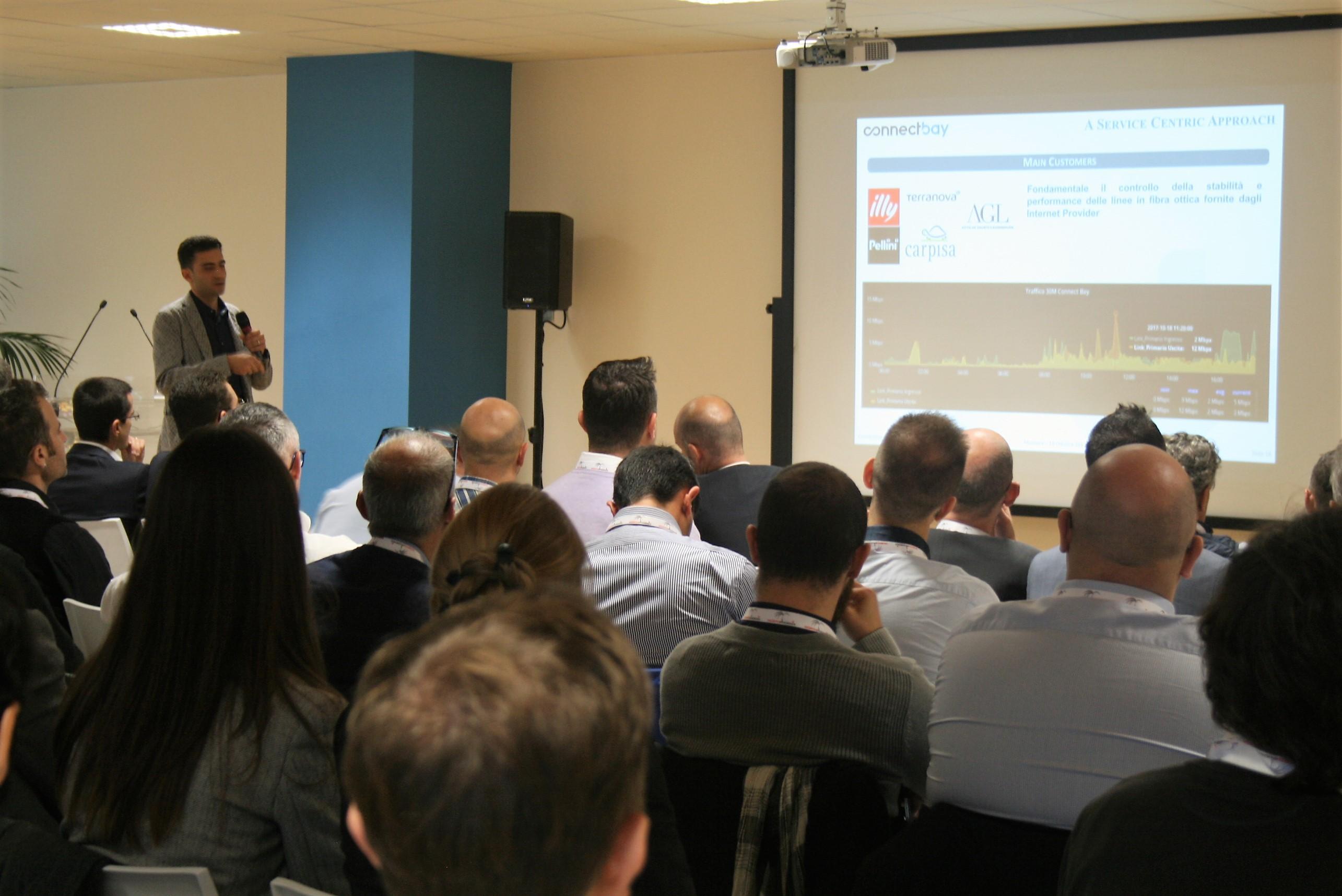 Alberto Andreato introduce l'approccio di monitoraggio Service Centric con NetEye in Connectbay